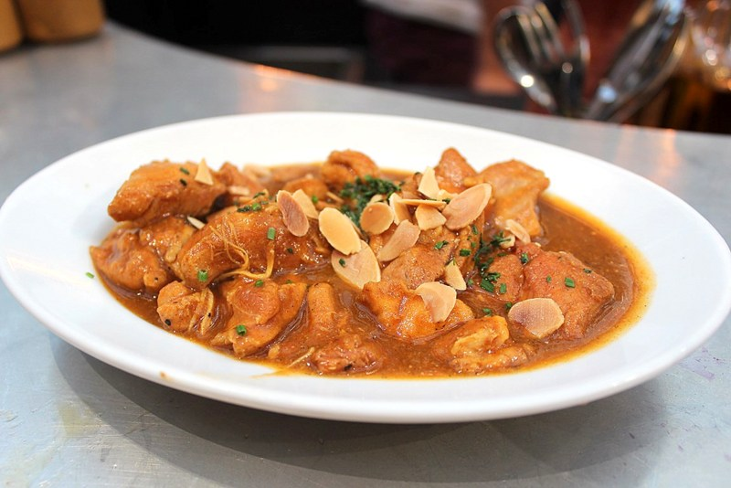 Chicken(Pollo) in a gracy with spices and almonds