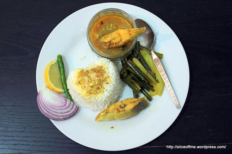 Pomfret curry with steamed rice and pejaykoli bhaja