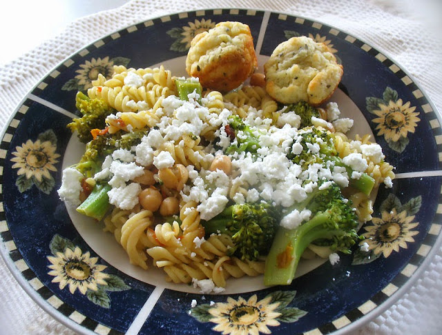 broccoli_pasta_chickpeas_plated