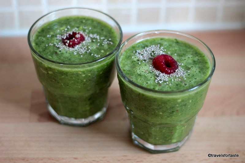 Kale, Spinach and fruity superfood smoothie